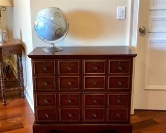 Dressers & accent pieces