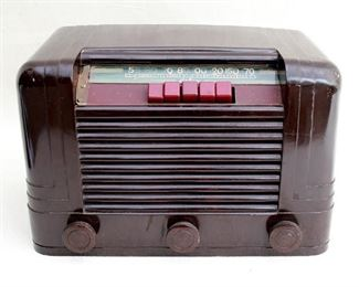 """$50 Vintage tabletop radio, brown celluloid,  cord missing, 1946. Delco, model R-1235, serial #9200.  W: 12""""   H: 8""""   D: 7"""" [Bin 31]"""