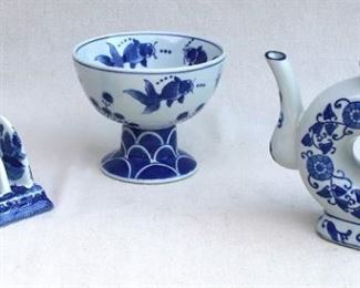 $20 - Blue & white Chinese ceramic toast rack, willow pattern. Brand new.  L: 5.5"