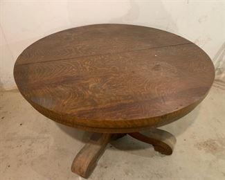 """Top View Antique Oak Table 4'2"""" Diameter (P631)"""