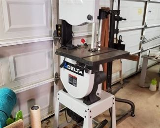 DELTA LIKE NEW BAND SAW