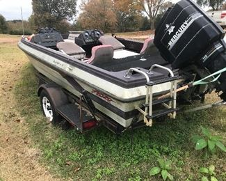 Bass Boat (2005)  Mercury 115hp  (2011)
