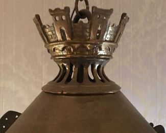 Detail crown with castle motif