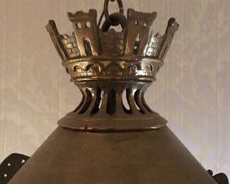 Detail crown with castle motif