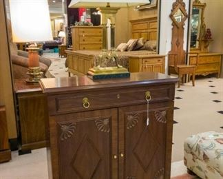 Nice Broyhill table/cabinet