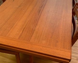 Very nice mid century dining table and four chairs. Table has hidden expandable leaves.