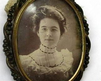 Victorian photo pin with a photo of a woman wearing the eye glasses included with the lot.  Note one wire broken on the glasses.  Includes the case.