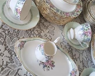 China...Hartington Royal Albert (service for 8 + serving pieces (70 pieces)