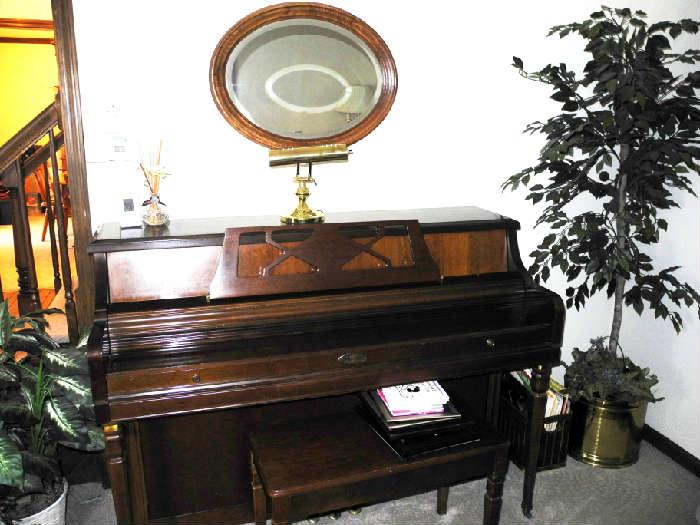 Great Wurlitzer piano!