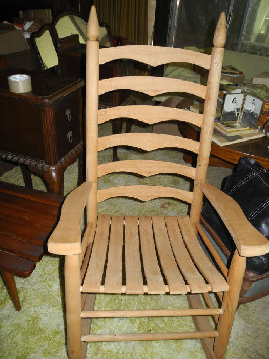 Large, very solid rocker!