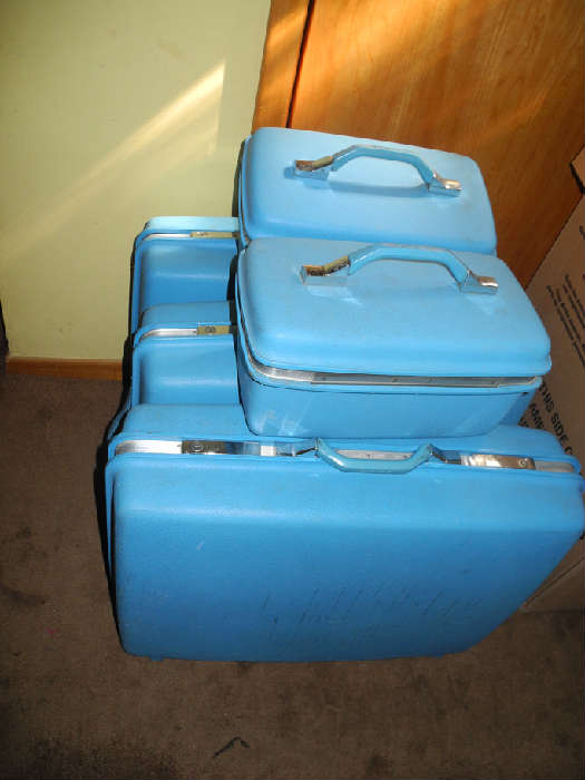 Two full sets of turquoise blue Samsonite vintage luggage