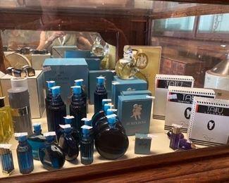 Diverse Factise perfume bottles displays