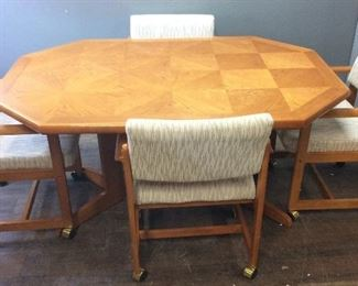 DINING TABLE w 4 CHAIRS