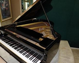 Yamaha G3 Grand Piano - Gloss Black - mint condition