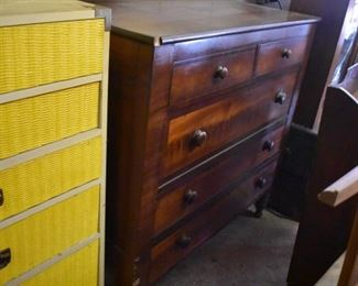 Beautiful Antique 5 Drawer Chest of Drawers