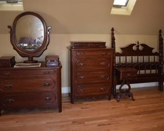 Gorgeous Antique Davis Cabinet Company Lillian Russell Bedroom Set: this is one of the first made and it is in extremely nice condition. Featuring The Dresser with Ox Bow Mirror, Bed, Chest and End Table in Beautiful Condition.