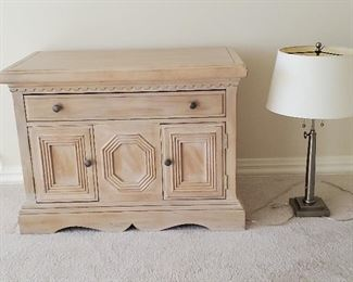 In great condition....side table and lamp. Presale.... Table is $125 and lamp $25