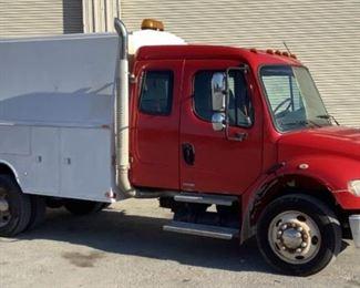2007 Freightliner M2106 Utility Truck