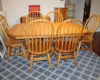 OAK DINING TABLE W/4 LEAFS (SELF-STORING) & 6 CHAIRS