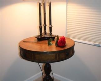 ROUND ACCENT TABLE, LAMP