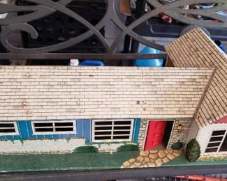 1950s Marx ranch dollhouse with furniture
