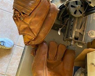 leather baseball gloves