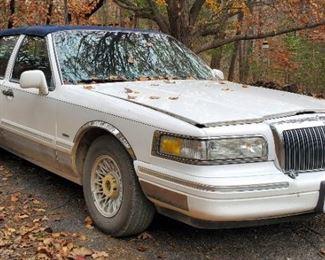 1996 Lincoln Town Car, VIN # 1LNLM81W3TY701877, Mileage Showing On Odometer 265,172.5, Missouri Title