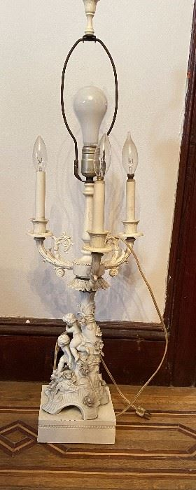 Very Fine Condition Porcelain Putti and Flowers Lamp with 3 Arms Above, and One center post, Table Lamp,