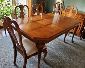 Lexington Table w/ two leaves & pads, eight chairs (two w/ arms)