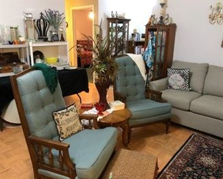 Arm chairs, end table