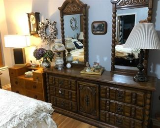 Dresser with two mirrors, oak chest/vanity