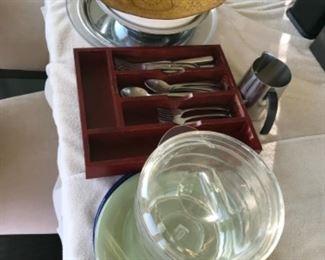Misc kitchen items. Estimate $35