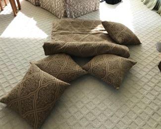 Comforter & pillows Estimate $500