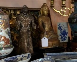 Bronze figurines and popular blue and white porcelain