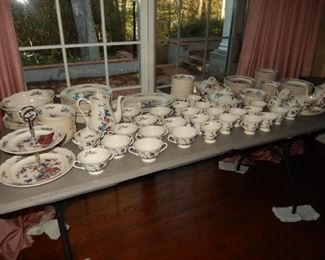 Wedgwood Williamsburg Potpourri china set