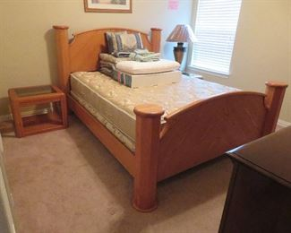 Queen bed, end tables