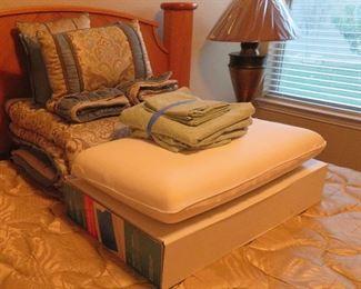Queen bed linens