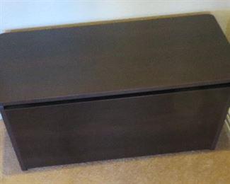 Hinged storage/toy chest