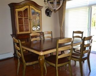 Hooker Dining / Kitchen Set - Excellent