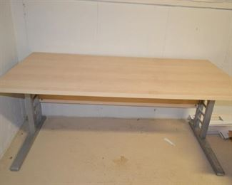 Adjustable Working Table