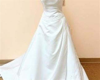 Victoria's Designer Size 10 Ivory Bridal Gown