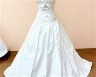 Mikaela's Bridal Size 10 Bridal Gown
