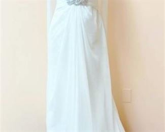 Pronovias Size 8 Bridal Gown