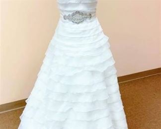 Pronovias Size 10 Off-White Bridal Gown