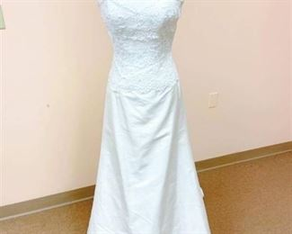 Paloma Blanca Size 10 Bridal Gown