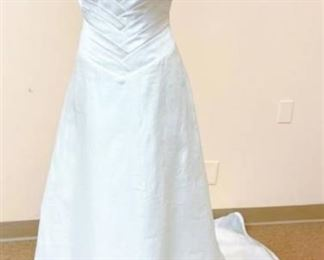 2BE Size 10 Wedding Gown