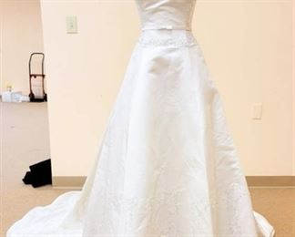 2BE Size 10/12 White Silk Bridal Gown
