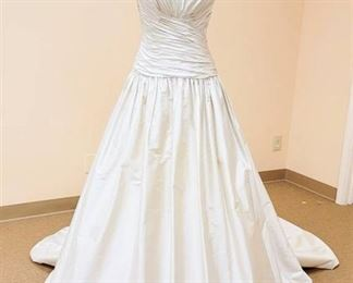 Paloma Blanca size 10 Dupioni Silk Wedding Gown