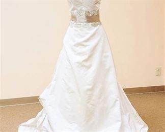 Paloma Blanca Size 10 Designer Gown Ivory/Antique