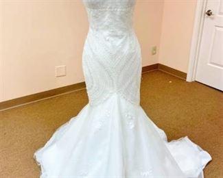 Pronovias Size 12 Mermaid Style Designer Wedding Gown